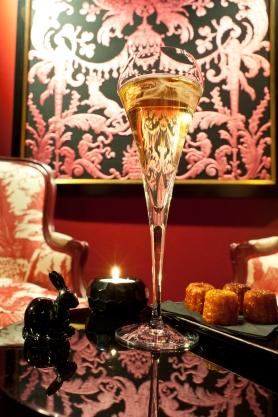 saint-valentin-a-l-hotel-le-royal-lyon-bar-tapisserie
