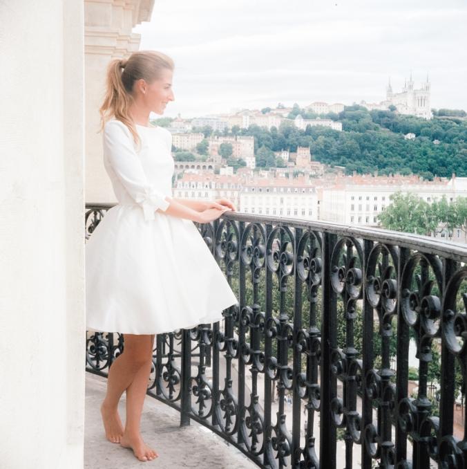 Pour le mariage de Jennifer sur le balcon de la Junior Suite 505 de l'hôtel Le Royal Lyon